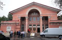 Юрій Гарбуз провів робочу нараду з контролю за виконанням ремонтних робіт в Луганському обласному академічному українському музично-драматичному театрі