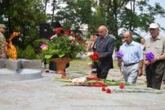 В Северодонецке состоялась поминальная богослужебная литургия и возложение цветов к братской могиле