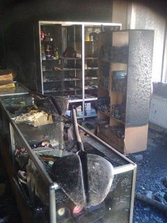 У Лисичанську рятувальники ліквідували пожежу у відділі торговельного центру