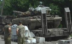 Авария: тягач с танком протаранил блок пост