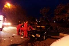 В Лисичанске автомобиль врезался в электроопору: есть пострадавшие