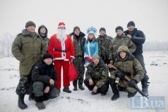 Дед Мороз и Снегурочка поздравили украинских военных под Лисичанском