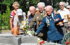 В День памяти и скорби о погибших в Северодонецке на мемориале Славы состоялся митинг-реквием