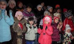 В Рубежном провели парад Дедов Морозов и пополнили коллекцию сказочных скульптур