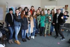 Юные гиды готовы встречать гостей на выставке по правам человека