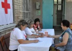 Северодонецкая организация Общества Красного Креста Украины провела акцию по выдаче единоразовой финансовой помощи в виде ваучеров на покупку товаров в сети супермаркетов