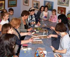 Гості зі Львова навчали розпису писанок