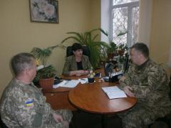 В приміщенні Новоайдарського районного центру зайнятості відбулась зустріч директора центру з представниками райвійськомату