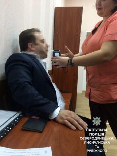 """В Лисичанске патрульные """"поймали"""" пьяного водителя внедорожника"""