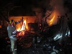 В Лисичанске сгорел заброшенный дом