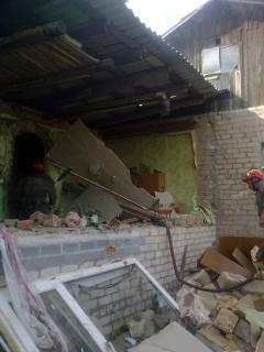 В Лисичанске из-за взрыва бытового газа горел частный дом и едва не погиб мужчина