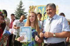 В День Конституции в Рубежном вручили паспорта юным гражданам страны