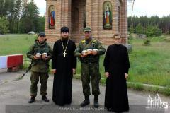 Священники поздравили военных