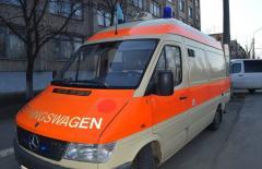 З Буковини до Сєвєродонецька привезли укомплектовану «швидку» «Мерседес» і кілька тонн продуктів гуманітарної допомоги