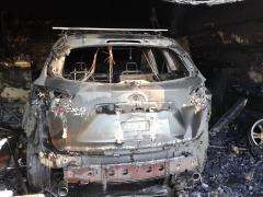 У Станиці Луганській внаслідок нічних обстрілів один поранений, згоріло три будинки та машина.