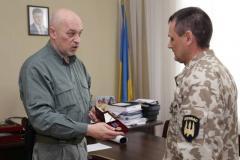 Георгій Тука вручив державну нагороду військовослужбовцю