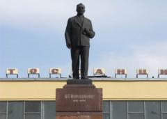 В Северодонецке задержали военного и журналиста за покушение на памятник