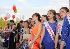В Рубежном состоялся парад выпускников