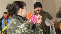 Северодонецкая молодежь поздравила бойцов с Днем влюбленных