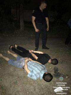 В Сєвєродонецьку патрульні затримали двох ймовірних грабіжників