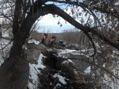 В Лисичанске перевернулся военный тягач